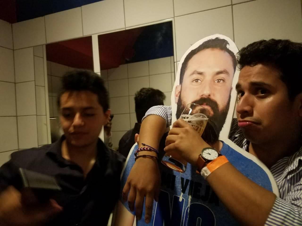 Mexicaan mag van vrouw niet naar WK vriendengroep verzint iets briljants 10