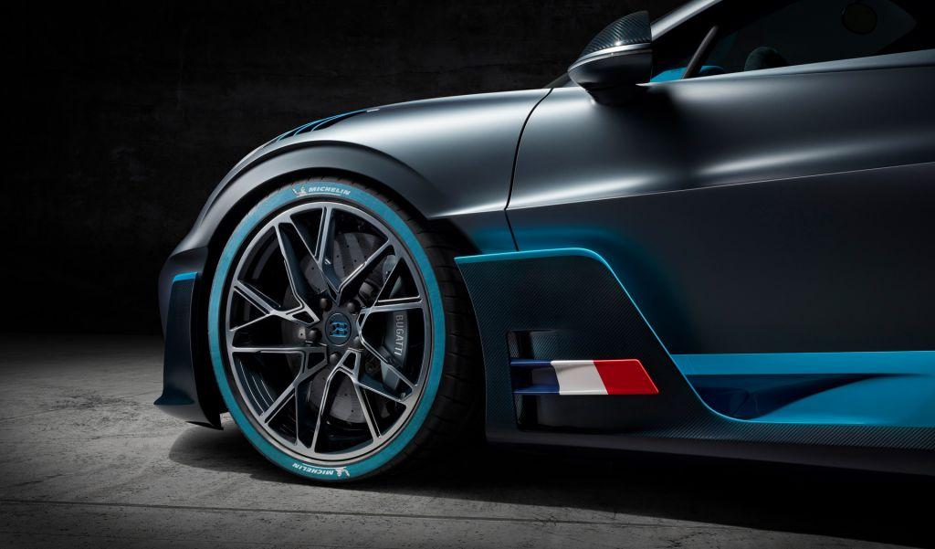 Bugatti Divo 13