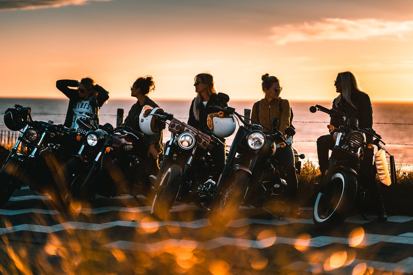 De Harleyducthies combineren de dikste motoren met mooie Hollandse vrouwen 02