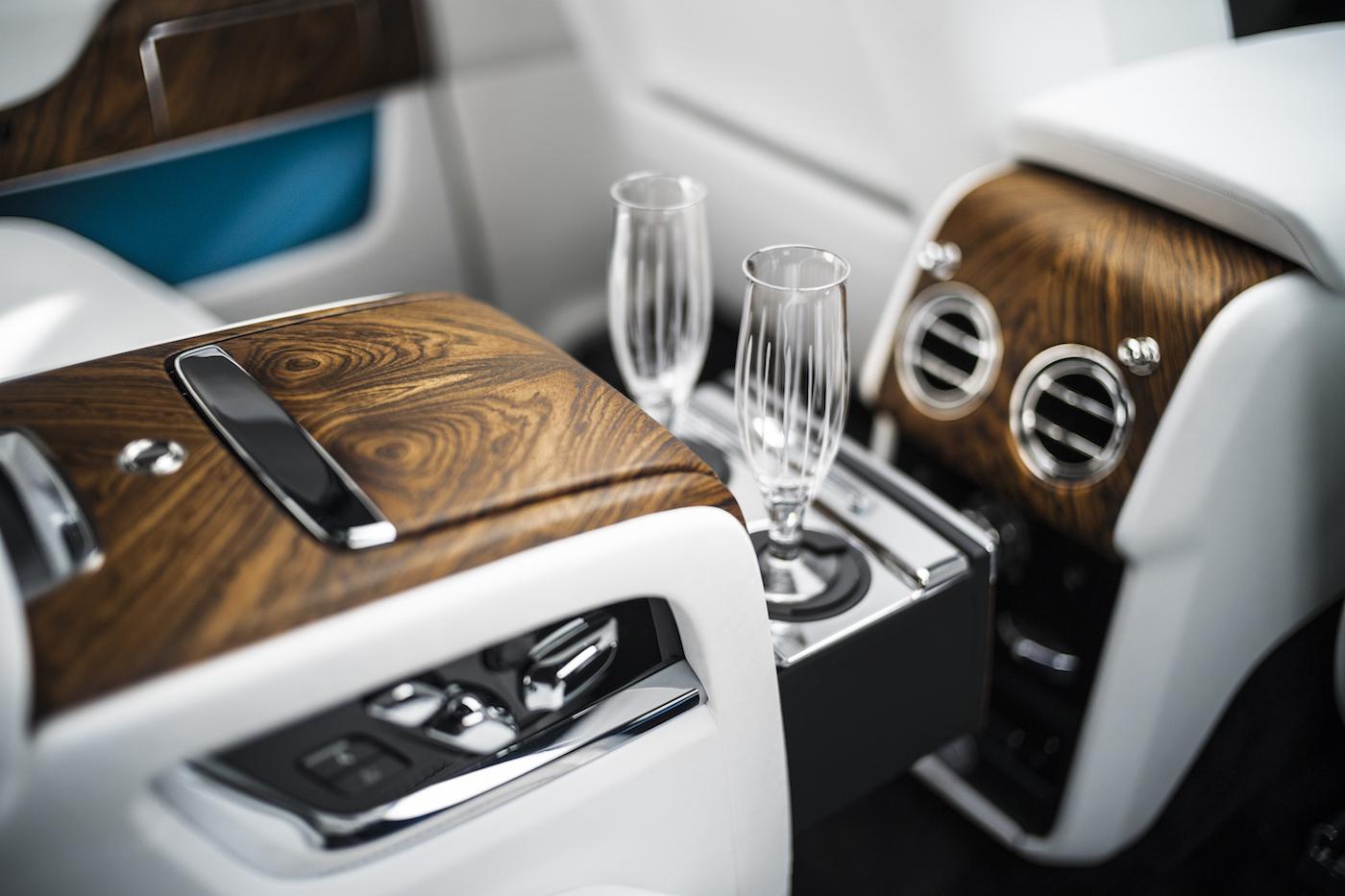 Check deze nieuwe monster suv van Rolls Royce 05