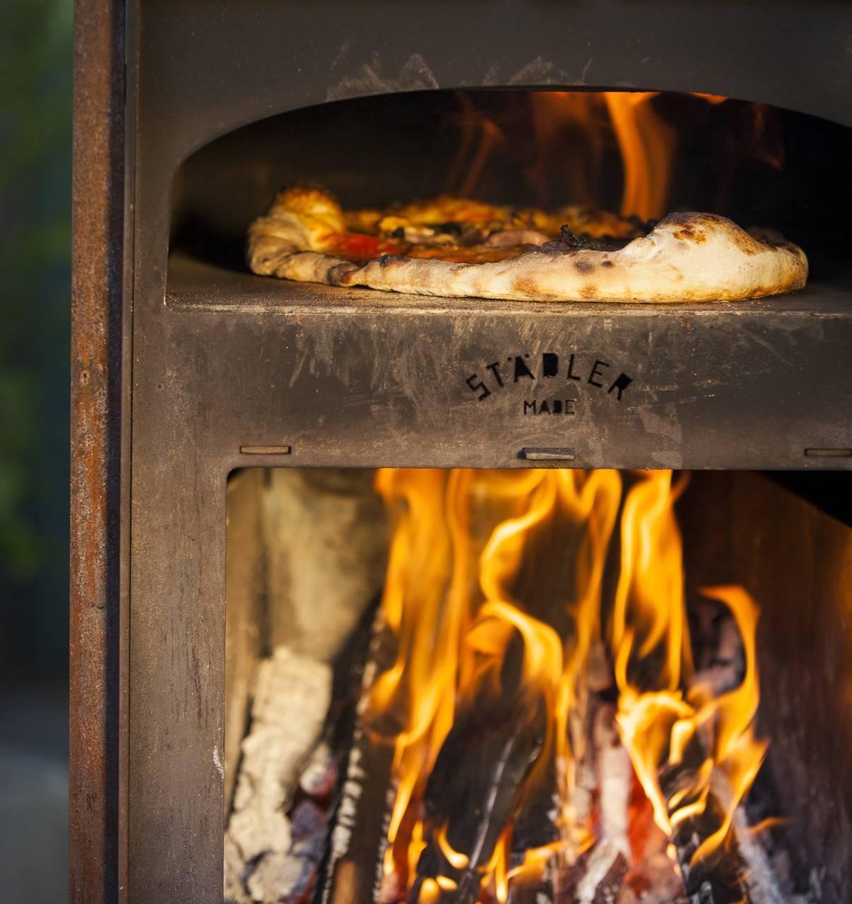 Deze pizza houtoven kachel maakt in de zomer elke achtertuin compleet 1