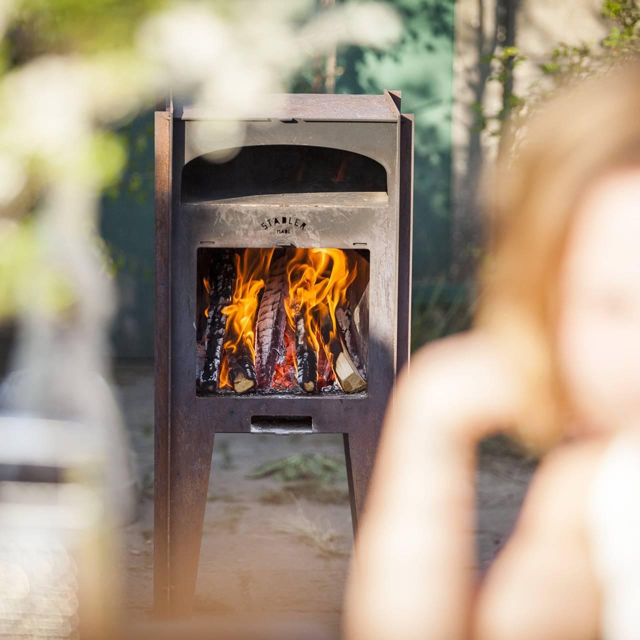 Deze pizza houtoven kachel maakt in de zomer elke achtertuin compleet 5