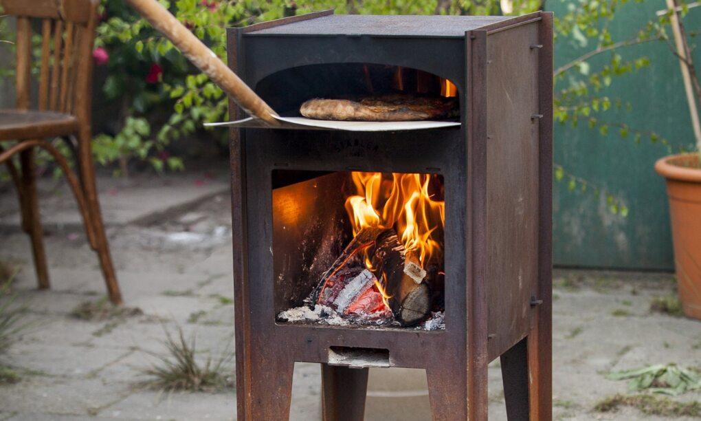 Deze pizza houtoven kachel maakt in de zomer elke achtertuin compleet thumb