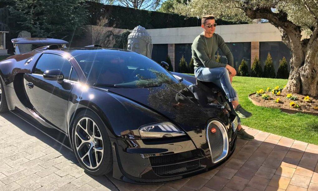 Cristiano Ronaldo is nu de eigenaar van de duurste auto ter wereld de Bugatti La Voiture Noire 1