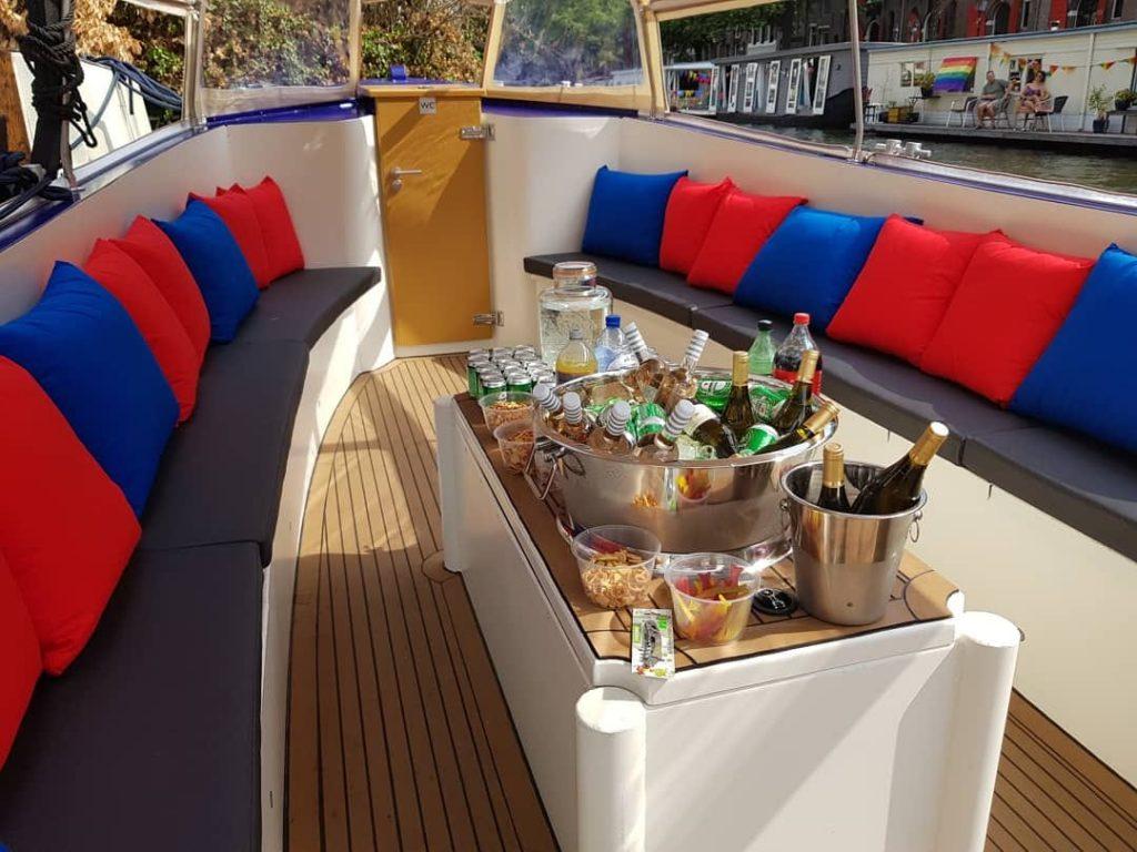 Het meest chille uitstapje in eigen land de Amsterdam BBQ Booze Cruise 1