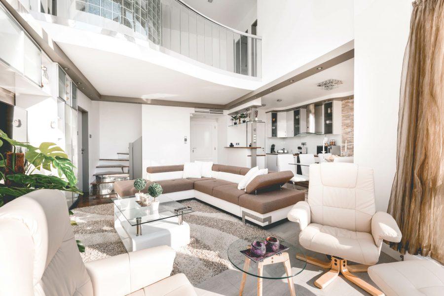 Voor maar €96 per nacht zit jij in deze bizar dikke Airbnb villa in Boedapest