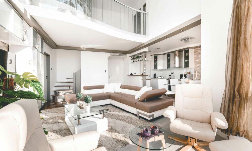 Voor maar €96 per nacht zit jij in deze bizar dikke Airbnb villa in Boedapest e1560979591976