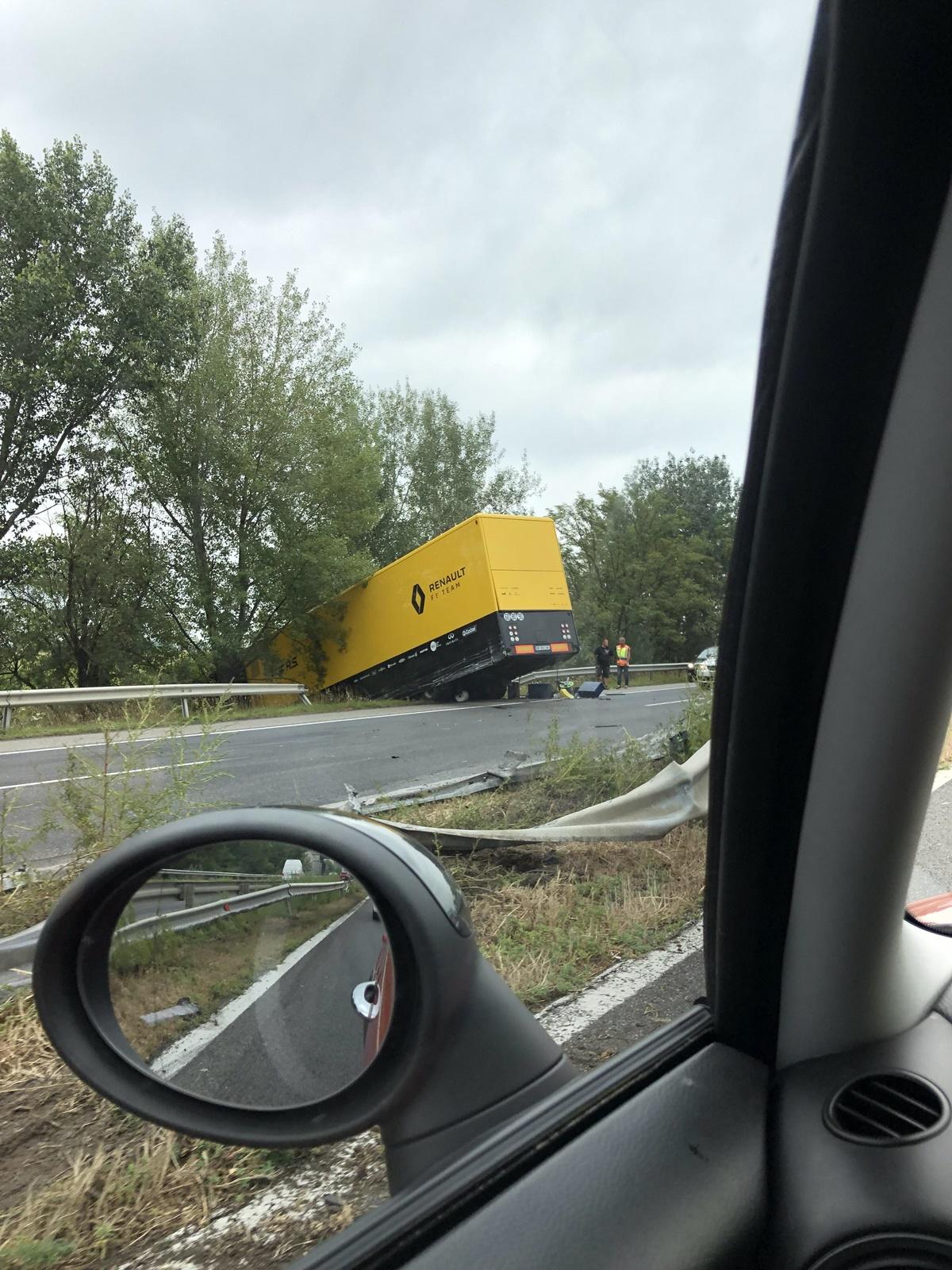 Drama compleet Renault F1 truck crasht in Hongarije full