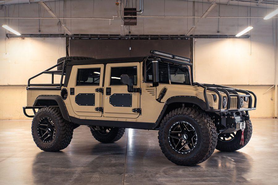 Voor maar €220.000 ben jij trotse eigenaar van deze extreme Hummer H12