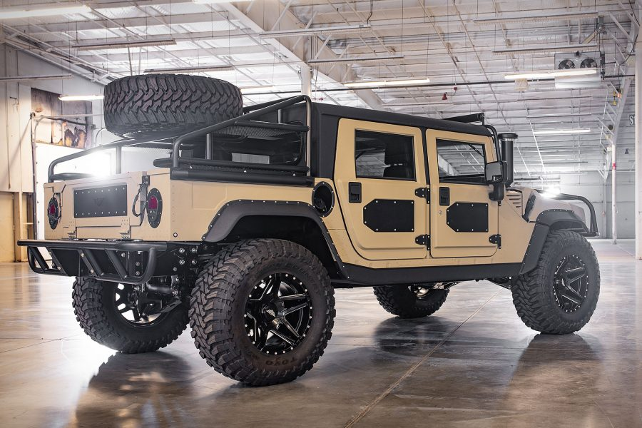 Voor maar €220.000 ben jij trotse eigenaar van deze extreme Hummer H13