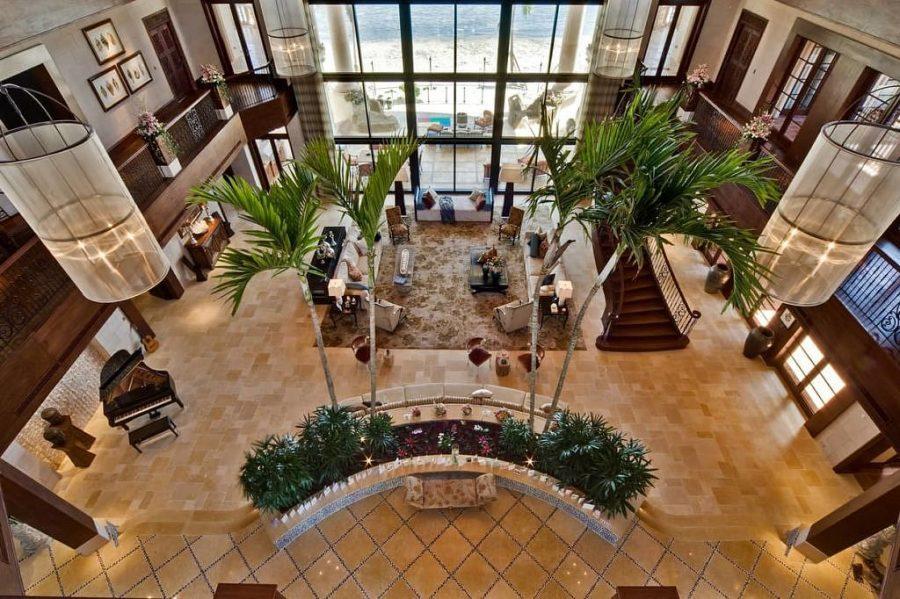 Neem een kijkje in de grootste en meest luxe villa op het Kaaimaneiland 2