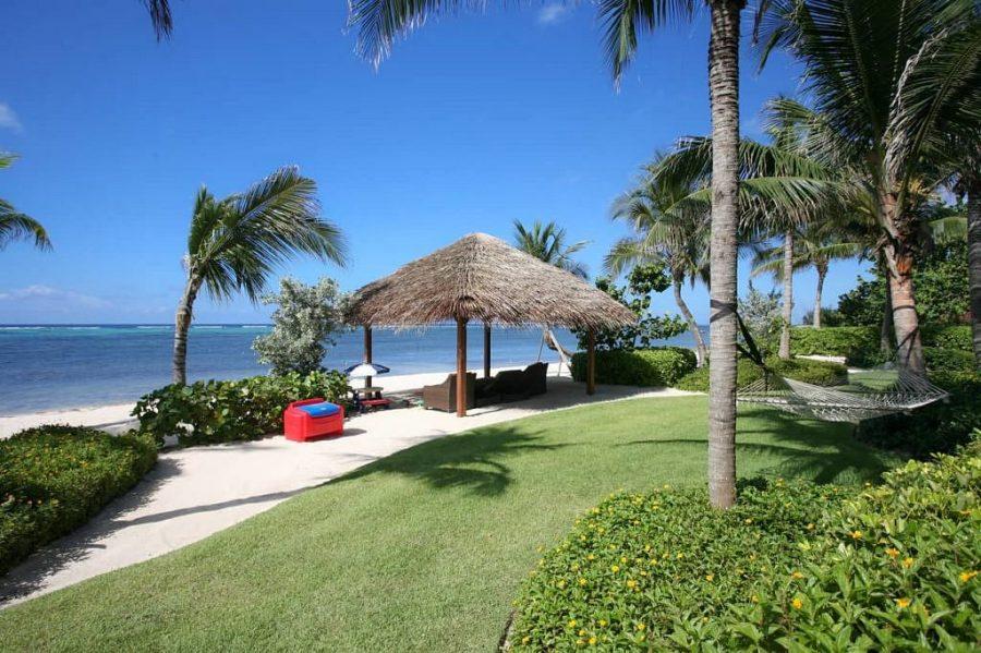 Neem een kijkje in de grootste en meest luxe villa op het Kaaimaneiland 3