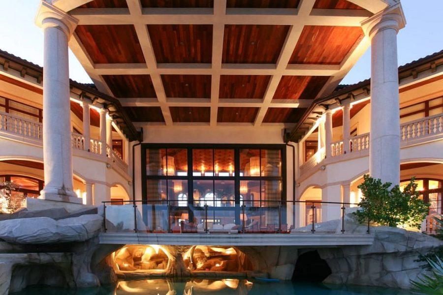 Neem een kijkje in de grootste en meest luxe villa op het Kaaimaneiland 7
