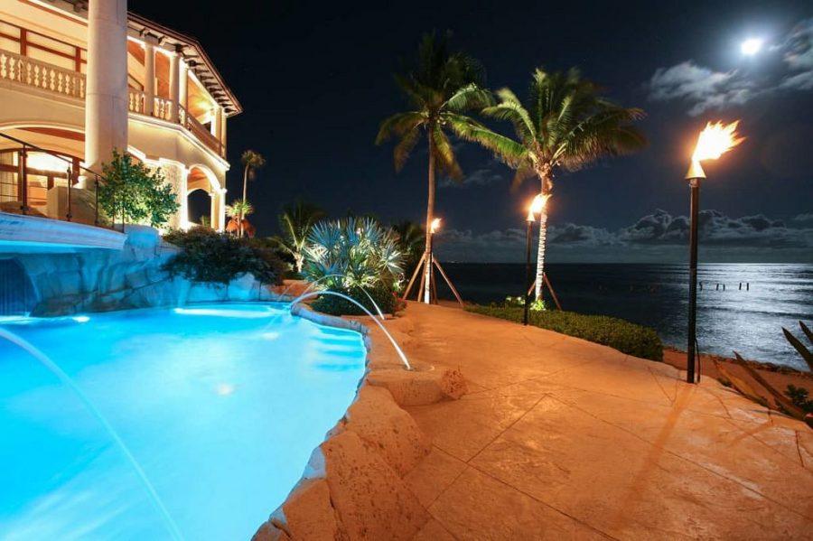 Neem een kijkje in de grootste en meest luxe villa op het Kaaimaneiland 9