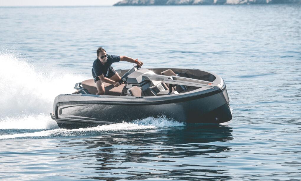 De Vanqraft VQ16 is een waterscooter en speedboot tegelijk