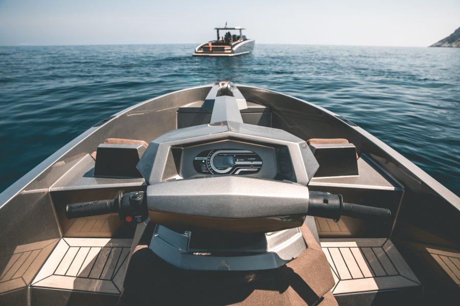 De Vanqraft VQ16 is een waterscooter en speedboot tegelijk 2