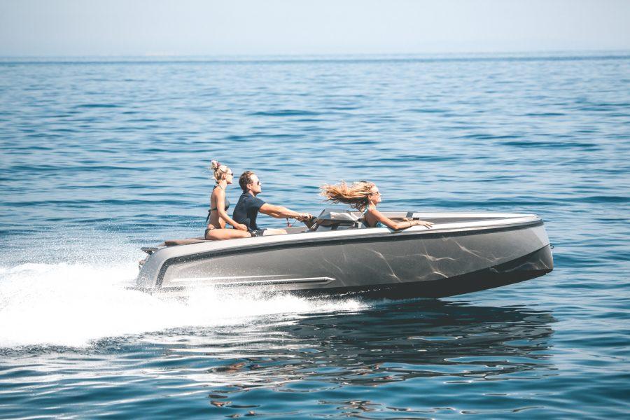 De Vanqraft VQ16 is een waterscooter en speedboot tegelijk 4