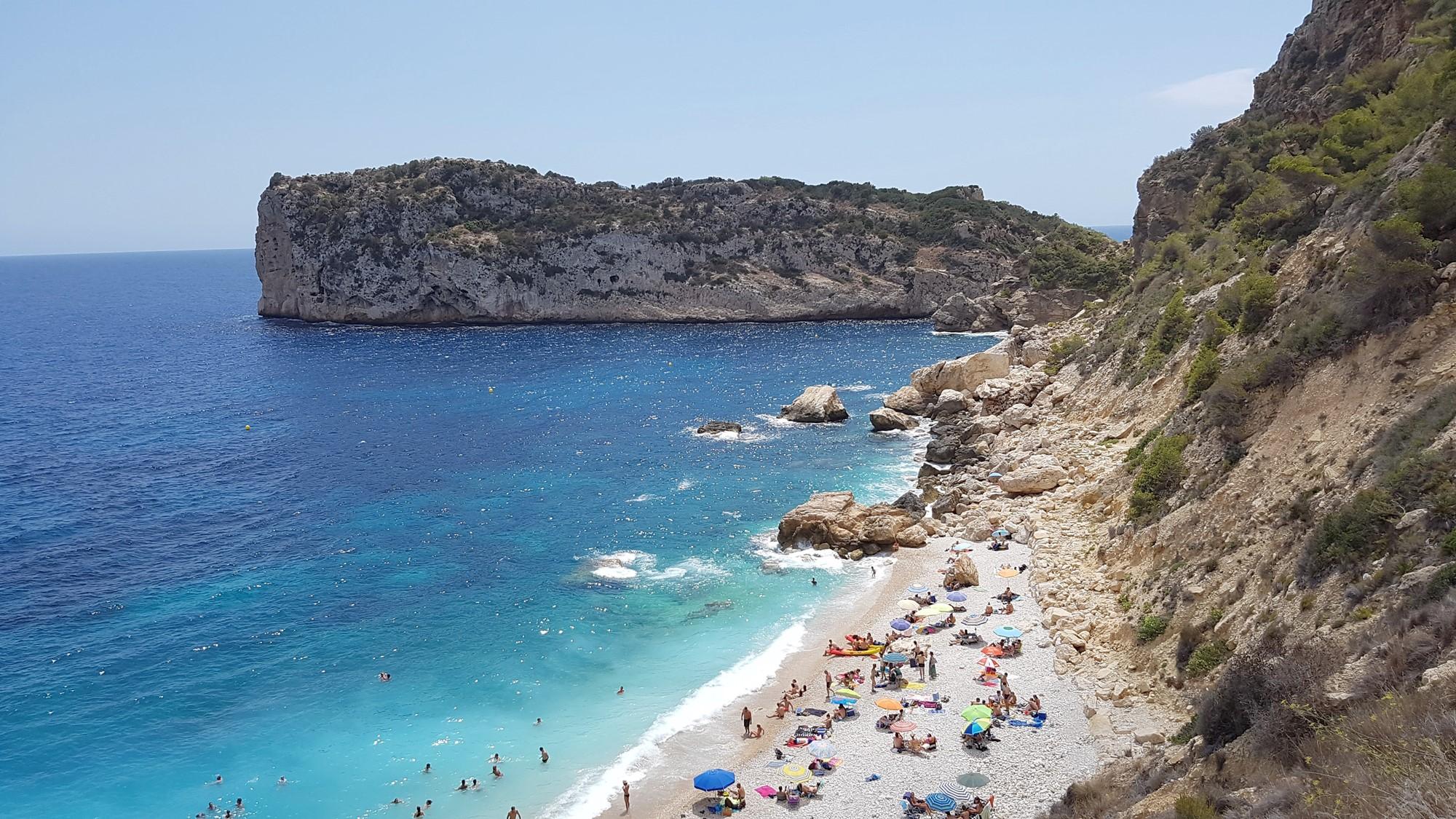 De mooiste baaitjes en stranden vind je gewoon aan de Spaanse Costa Blanca 10