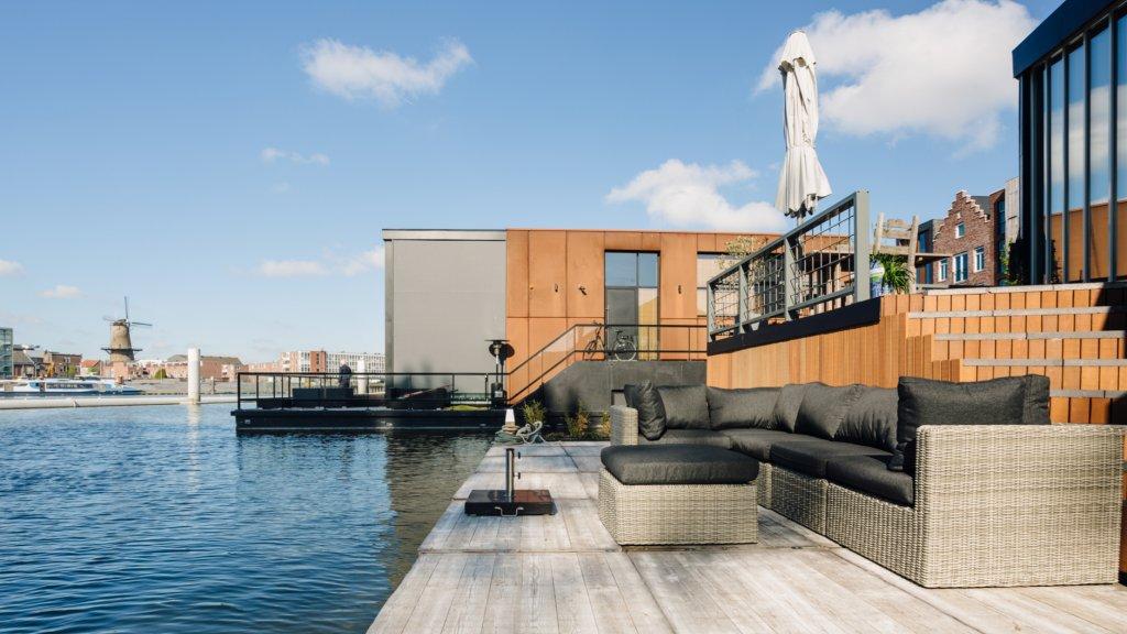 De ultieme woonboot dit is echt een paradijs op het water 2