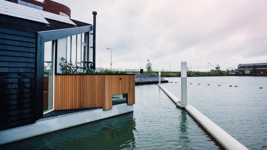 De ultieme woonboot dit is echt een paradijs op het water 3