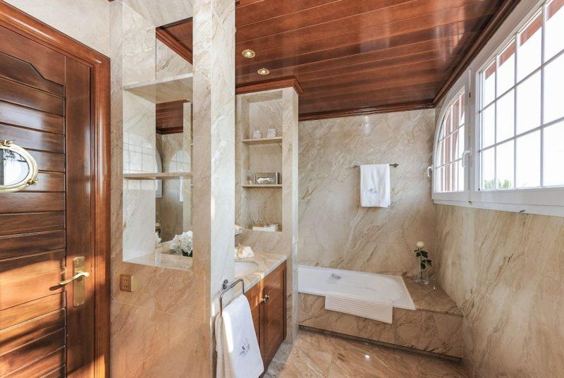 Deze airbnb villa in Catalonie is betaalbaar en extreem luxe12