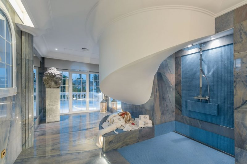 Deze airbnb villa in Catalonie is betaalbaar en extreem luxe3