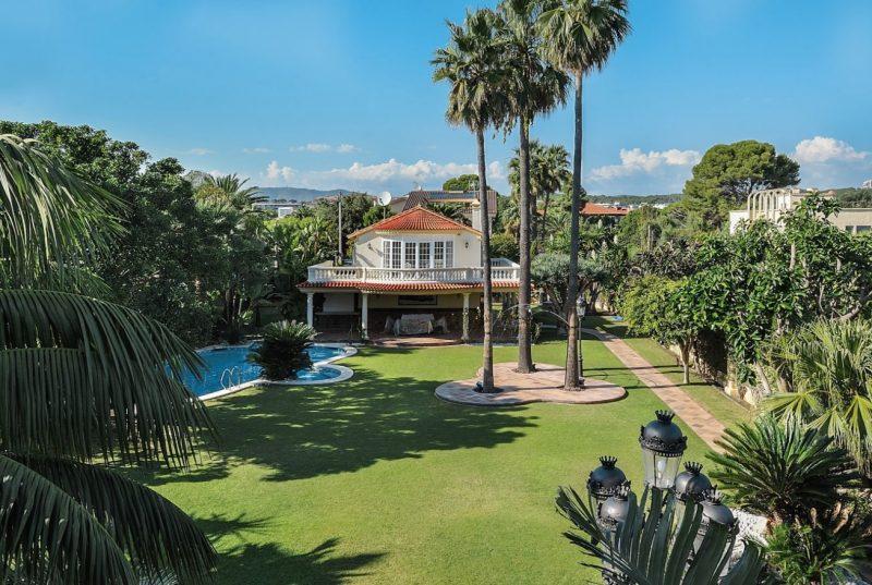 Deze airbnb villa in Catalonie is betaalbaar en extreem luxe7