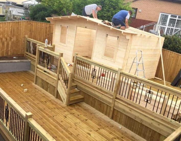Deze vrouw bouwt een pub in de achtertuin zodat haar man weer eens thuis is1