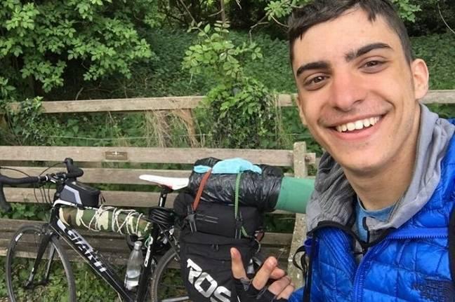 Student met heimwee fietst 2000 mijl van Aberdeen naar Athene1