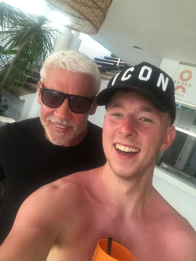 Twee vrienden eindigen na klein drankje op een impulsieve vakantie naar Ibiza2