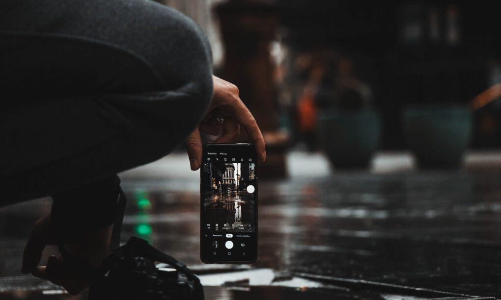 Deze smartphone accesoires zijn onmisbaar voor de actieve man