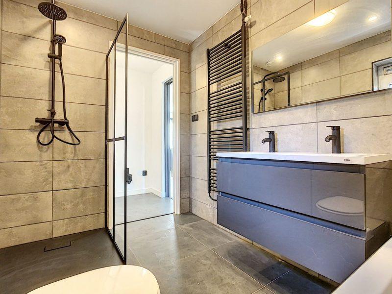 funda vakantiehuis zeeland badkamer