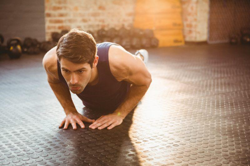 triceps oefeningen diamond push-up