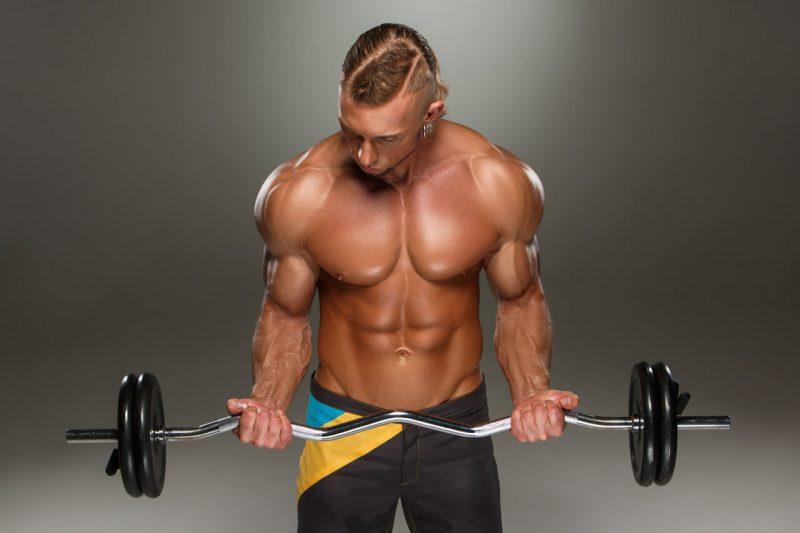 5 biceps oefeningen barbell curl