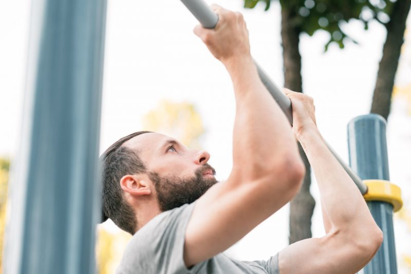 5 biceps oefeningen chin-up