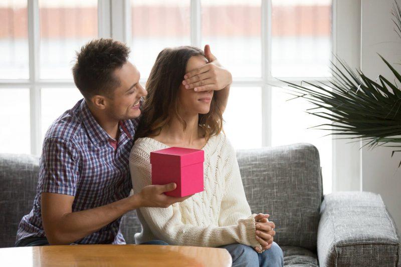 aantrekkelijk bij een man zet anderen op de eerste plaats